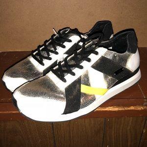 adidas SLVR AR-10 Sneaker